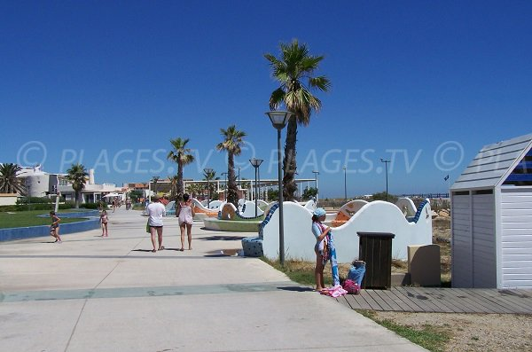 pedestrian promenade along Port Leucate beach