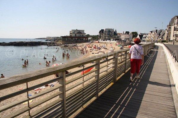 Pedestrian promenade near the beach of Port-Lin - Le Croisic