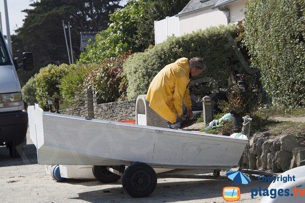 Pêcheurs dans le port de Locquirec