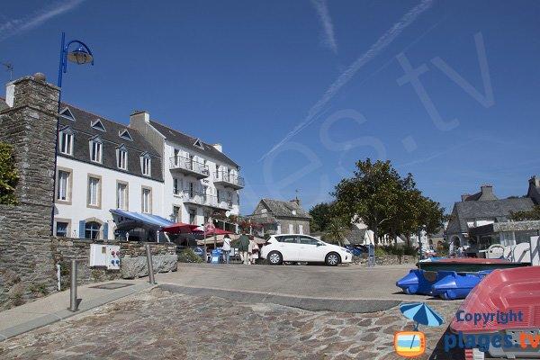 Commerces autour du port de Locquirec