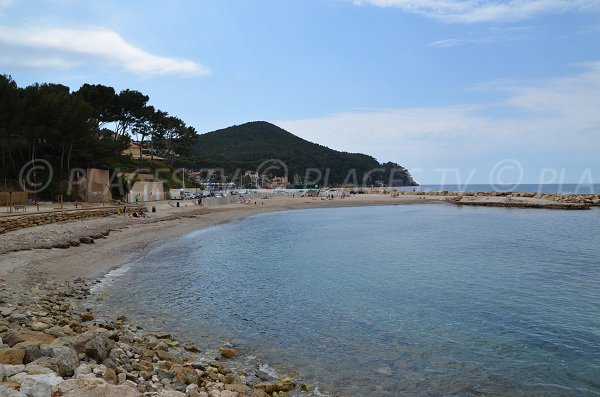 Plage du port de la Madrague à Saint Cyr sur Mer