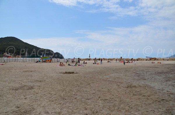 Plage de sable de la Madrague à St Cyr sur Mer