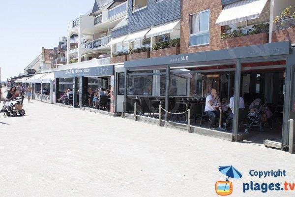 Pedestrian promenade in Port-Maria in Larmor-Plage