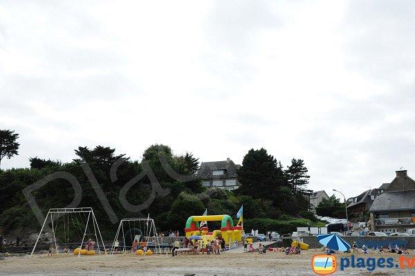 Aire de jeux pour les enfants sur la plage de Port Mer