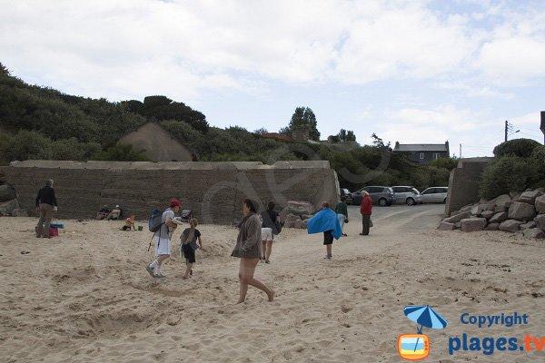 Accès à la plage de Port Morvan