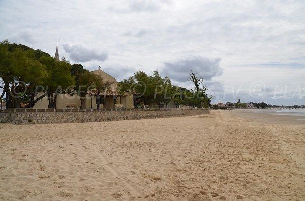 Eglise St Eloi à côté de la plage d'Andernos les Bains