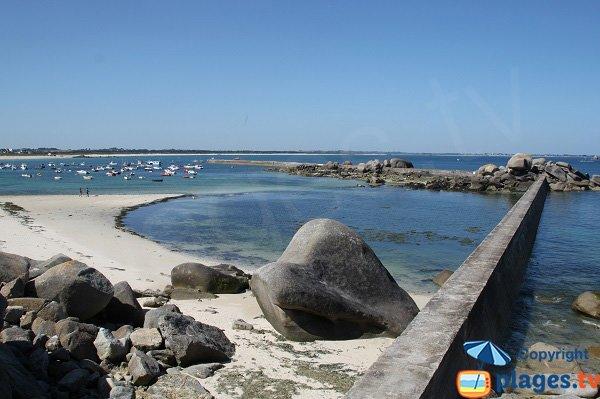 Zone de baigande sur la plage du port de Plouescat