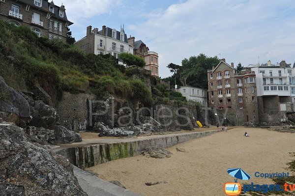 Photo of the Port Riou beach in Dinard in France