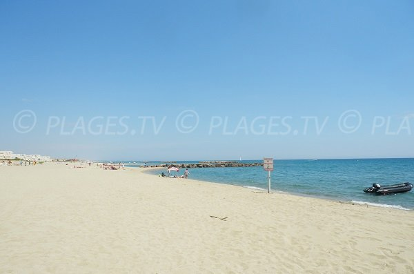 Photo of Port Saint Ange beach in Port Barcarès - France