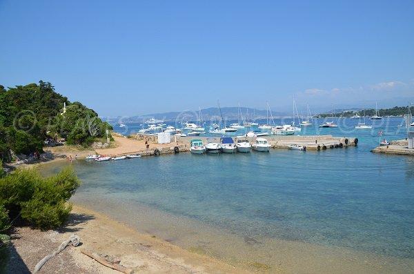 Plage du Port de Saint Honorat sur les Iles de Lérins