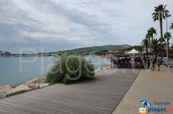 Promenade piétonne à côté du port de St Jean - La Ciotat