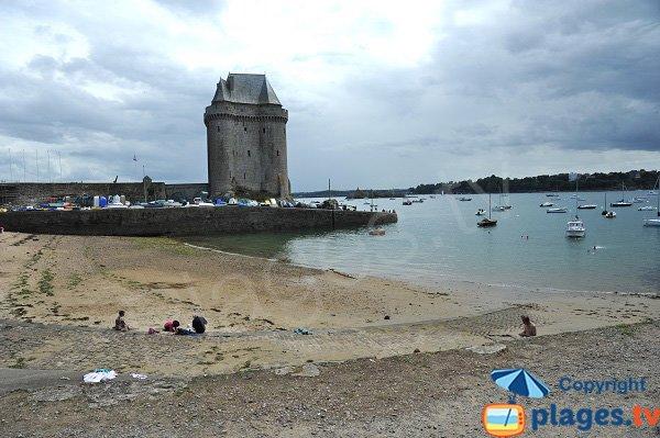 Plage de St Père avec vue sur la tour de Solidor - Saint-Malo