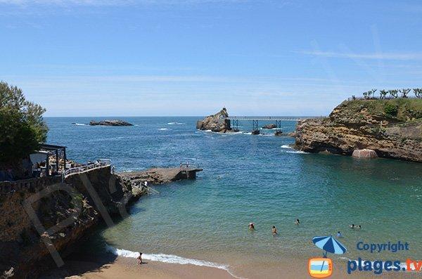 Rocher de la Vierge et plage de Port Vieux à Biarritz