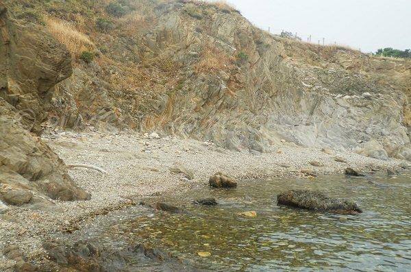 Crique sauvage à côté des plages du Porteils