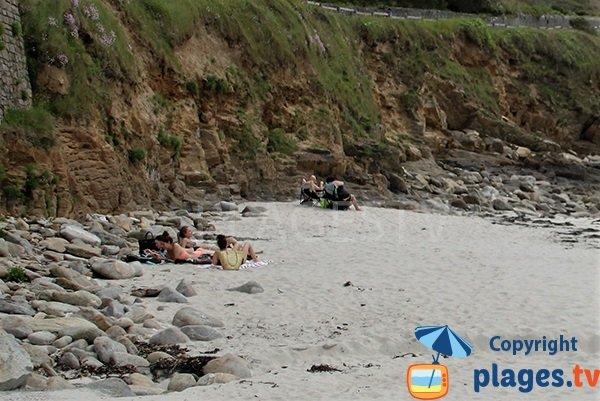Falaises de la plage du centre ville du Conquet
