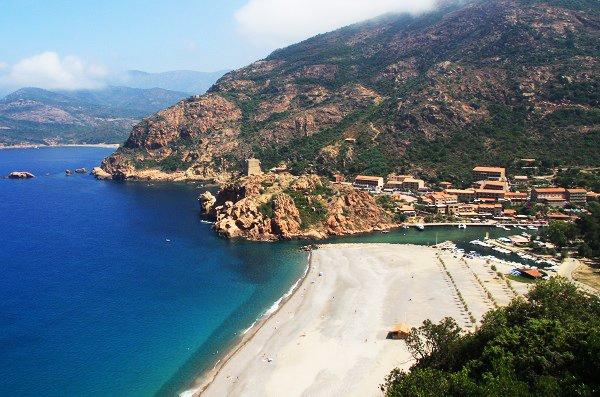 Vista della spiaggia di Porto arrivare Piana