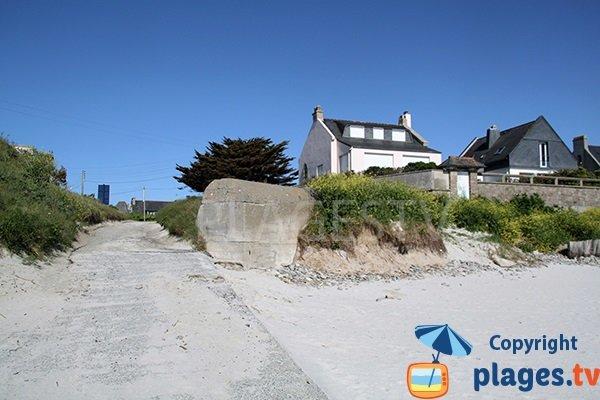 Cale d'accès à la plage de Portsall à Ploudalmézeau