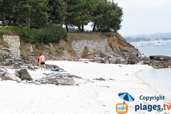 Côté nord de la plage de Porz Beg-Meil à Fouesnant