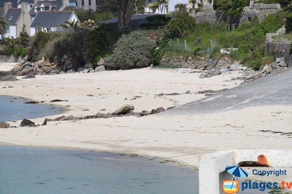 Cale sur la plage principale de l'ile de Batz