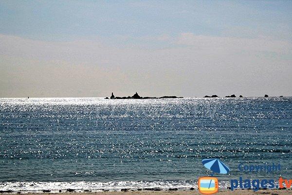 Iles autour de la plage de Porz ar Vilin Vraz - Ploudalmézeau