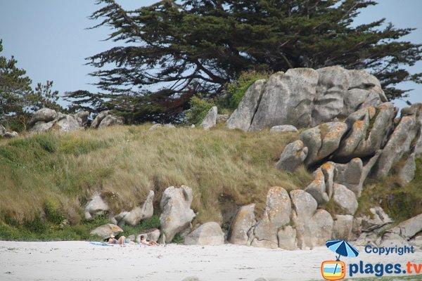 Rochers autour de la plage de Poul Feunteun