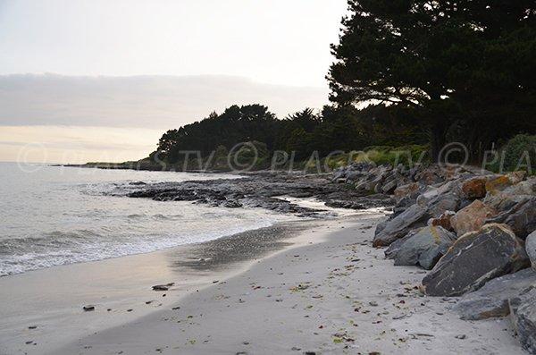 Rochers sur la plage du Poul de St Gildas
