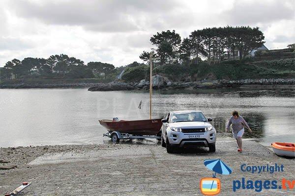 Cale de mise à l'eau sur la plage de Poull Glaz - Plouguerneau