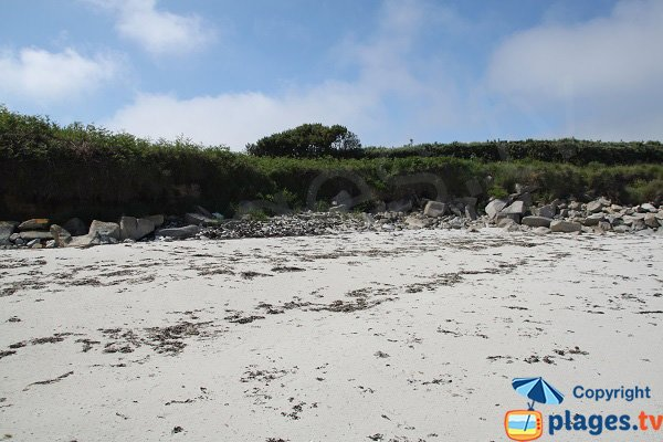 Leashes of sea on the island of Batz