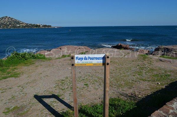 Plage du Pourrousset sur la droite à Agay