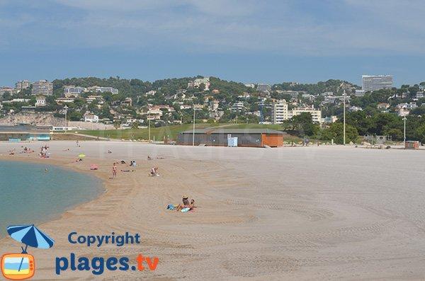 Poste de secours et parc pour les enfants sur la plage du Prado Nord