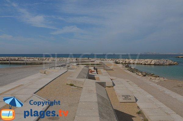 Espace bétonné entre les plages du Prado - Marseille