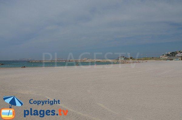 Grande plage de gravillons à Marseille - Prado Nord