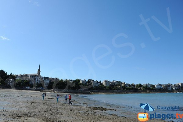Prieuré Beach at low tide in Dinard
