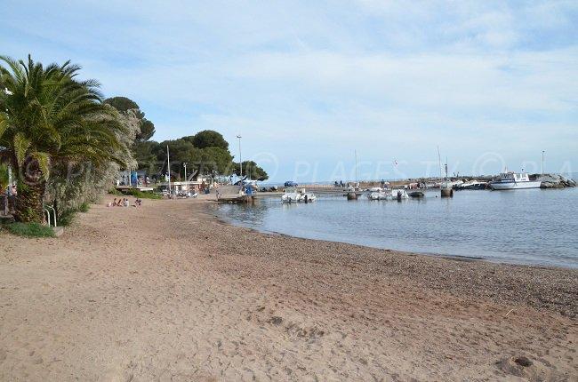 La spiaggia d'Arène Grosse, a fianco del porto di Boulouris - Saint-Raphael