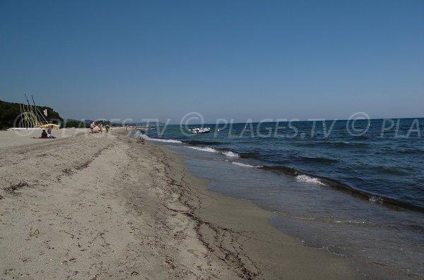 Activités sur la plage de Prunete à Cervione - Corse