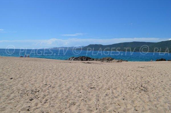 Plage du Puraja avec vue sur le golfe de Valinco à Propriano