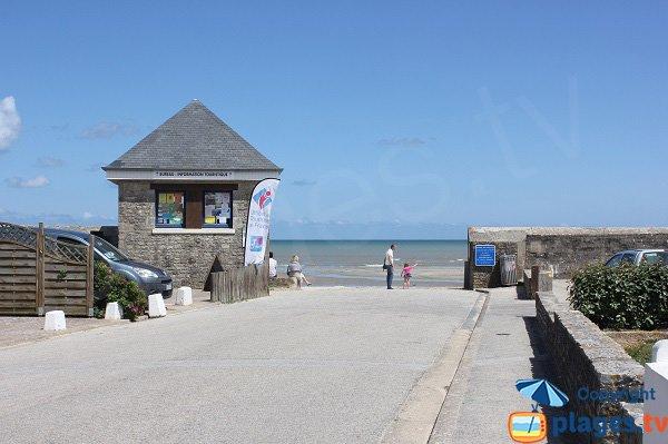 Accès principal de la plage de Quinéville