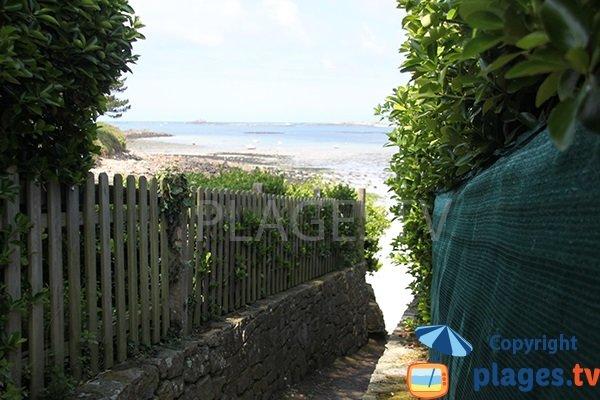 Chemin d'accès à la plage de Quistillic à Landéda