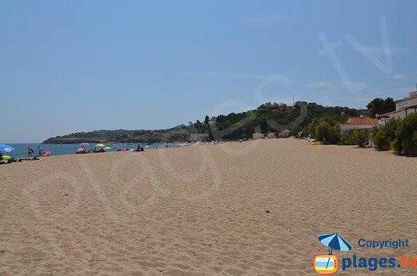 Photo de la plage du Racou à Argelès avec vue sur les criques