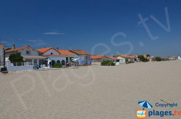 Maisons du Racou en bord de plage