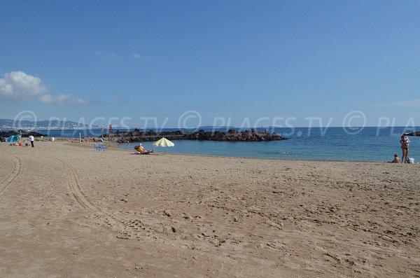 Beach near Rague Harbor in Mandelieu
