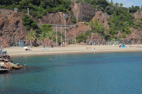 Une belle plage à Mandelieu à l'écart de la route