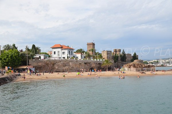 Raguette beach with the Napoule Castle