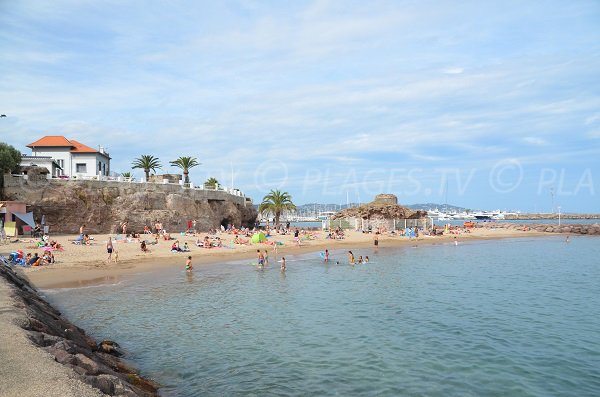 Photo of Raguette beach from the coastal path - Mandelieu