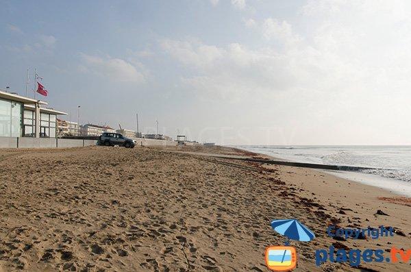 Plage des Régates à Notre Dame des Monts avec vue sur la plage centrale