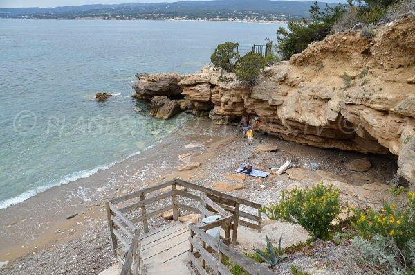 Plage sur le sentier du littoral de St Cyr sur Mer