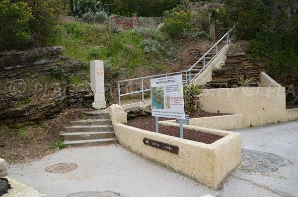 Access to Reinette beach in Saint Cyr sur Mer