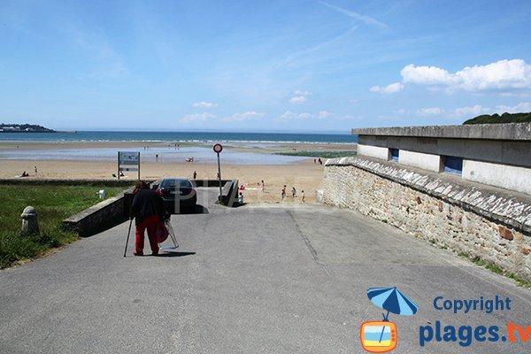 Accès à la plage Le Ris à Douarnenez