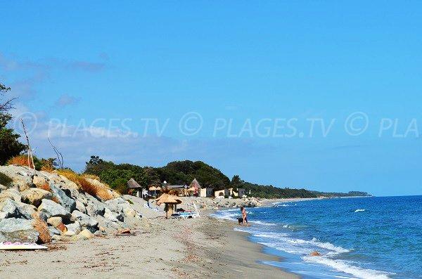 Limite entre les plages naturistes et non-naturistes