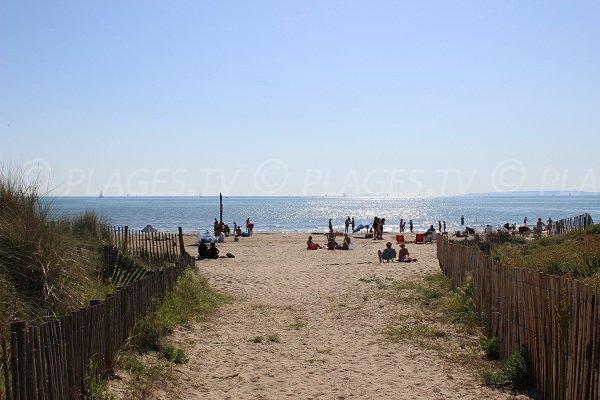 Accès à la plage de la Rive Droite au Grau du Roi